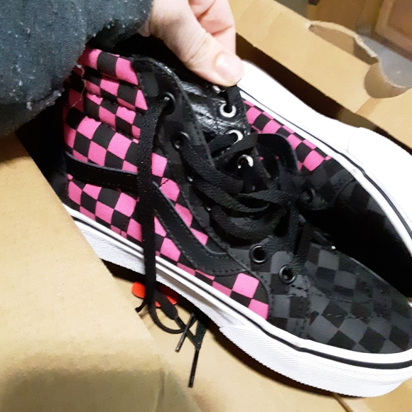 Girls size 2 vans pink and black checked. NWT